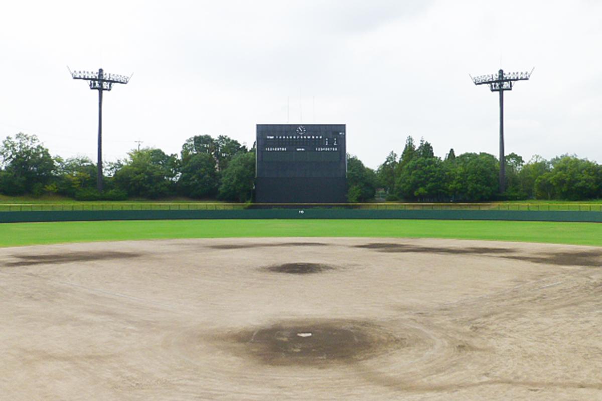 豊田市運動公園野球場